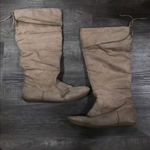 Tan boots with tie at calf